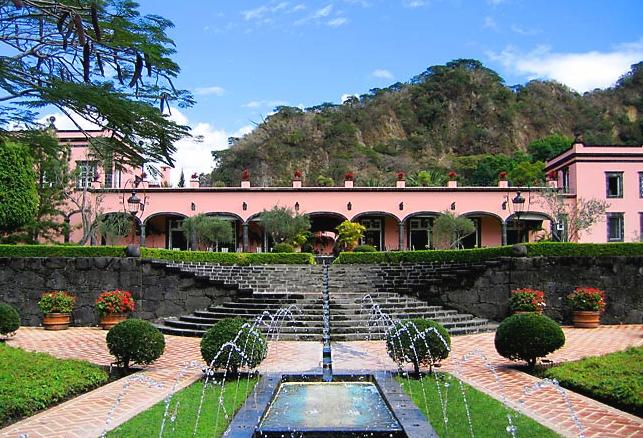 Hotel boutique hotel hacienda de san antonio comala for Hotel luxury queretaro