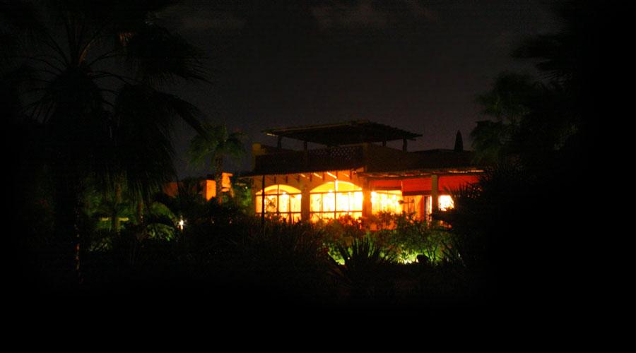 hotel_garden_night_3